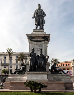 Photo of Cavour statue