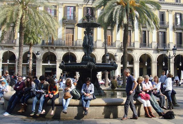 Fuente de las Tres Gracias, Plaza Real, Barcelona