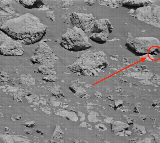 Artifact Found On Mars Surface Near NASA Rover Angelina%2BJolie%252C%2Bstar%2Btrek%252C%2Bmetal%2Bdetector%252C%2Bgold%252C%2Bstation%252C%2BNASA%252C%2Bstone%252C%2Bmeteor%252C%2BJustin%2BBieber%252C%2Baliens%252C%2Brocket%252C%2Bmeteorite%252C%2Btech%252C%2Bastronomy%252C%2Bstars%252C%2Btreasure%252C%2Bdiscovery%252C%2Brocks%252C%2Bspace%252C%2B3