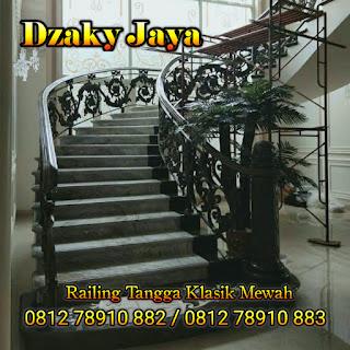Contoh Railing Tangga Klasik, Railing Tangga Besi Tempa mewah, cocok untuk rumah mewah klasik.