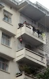 Grandma Goes Mission Impossible While Dangling A 7-Year-Old From The 5th Floor to Rescue Her Cat