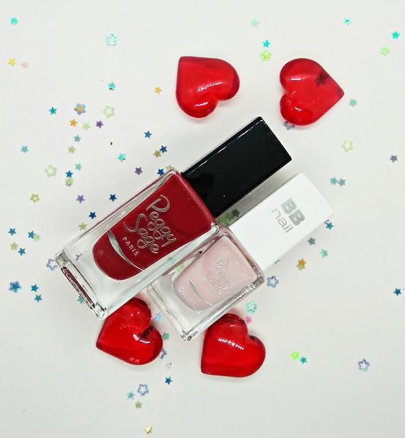 Esmalte de uñas color rojo y base de tratamiento con color de la marca Pegfy Sage