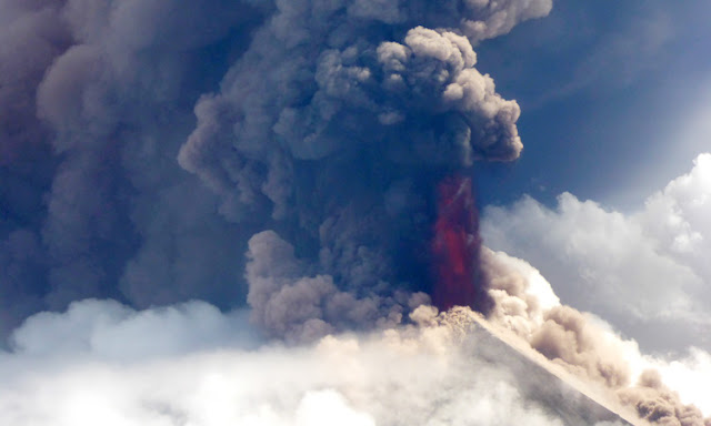 Papua New Guinea: 5,000 people flee homes over erupting volcano