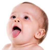 porque mi bebe saca mucho la lengua
