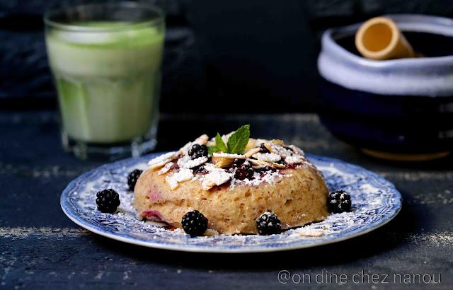 bowl cake , mûres , amandes , sans blé , flocons épeautre , healthy , petit déjeuner
