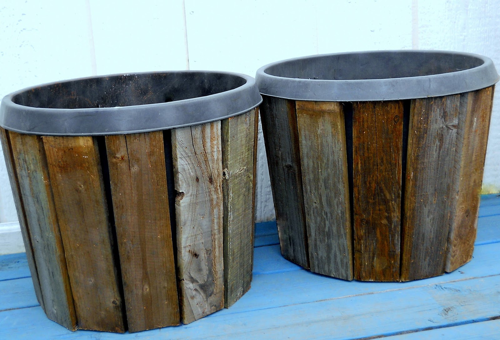 painted pallet boards on square planter