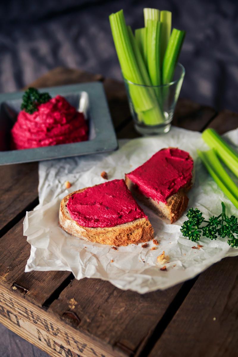 Rote Beete Hummus, pink, vegan, Kichererbsen, Brotaufstrich, veganer Dip