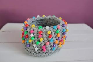szydełkowy koszyk z koralikami