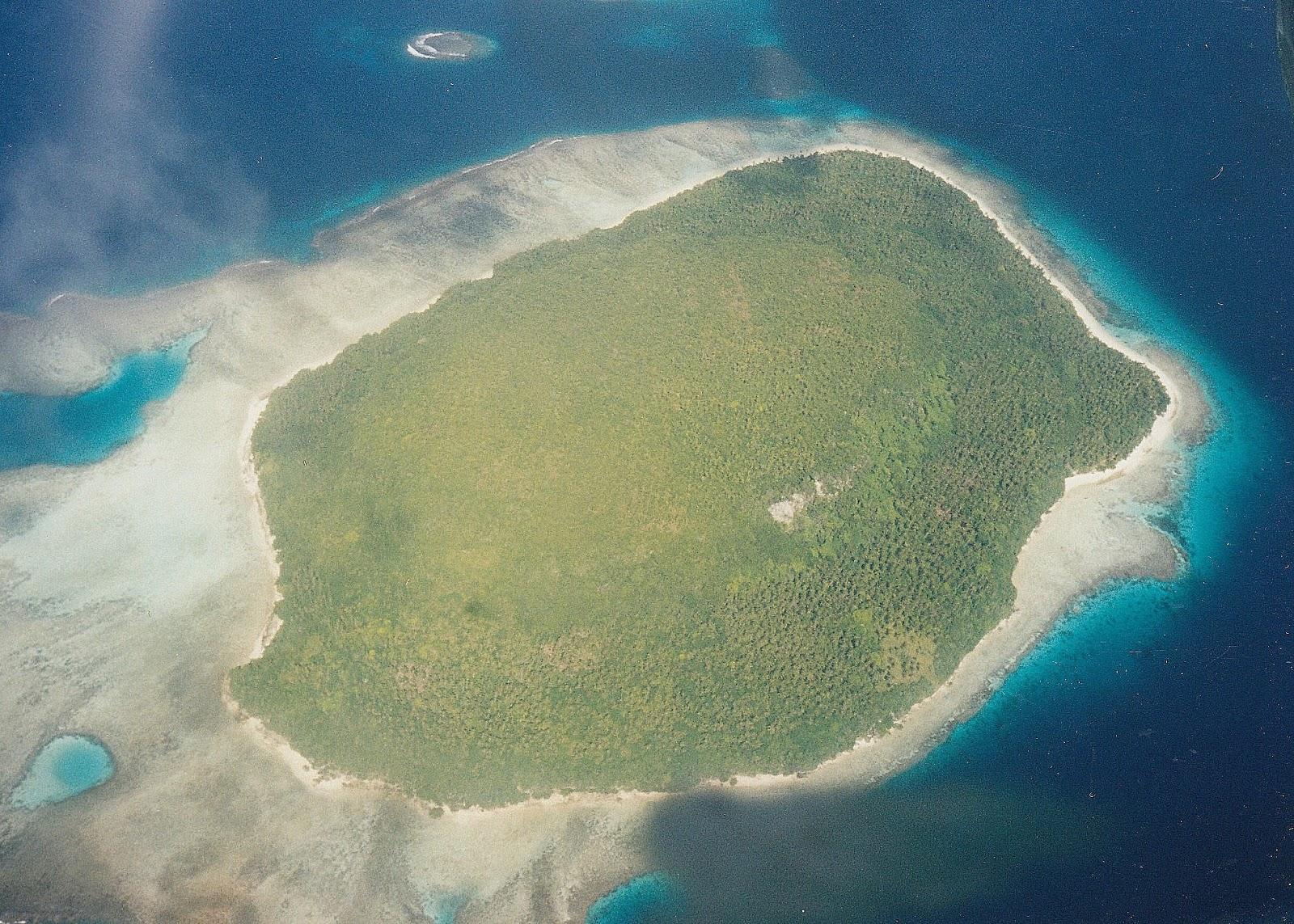 Tonga travel involves some beautiful island scenery
