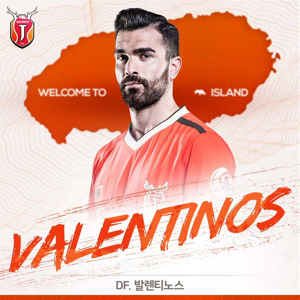 Sielis made nineteen appearances for Gangwon FC in 2019.