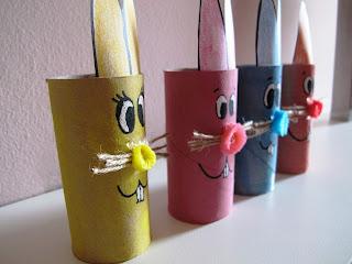 Coniglietti di Pasqua con rotoli di carta