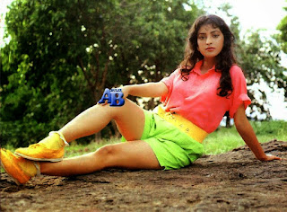 Juhi Chawla Legs Show In Green Short And Pink Top