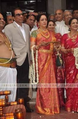 Dharmendra-hema-receives-groom