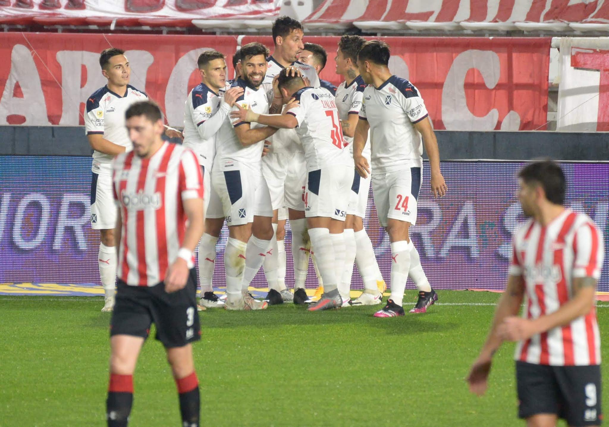 Independiente venció a Estudiantes después de 11 partidos