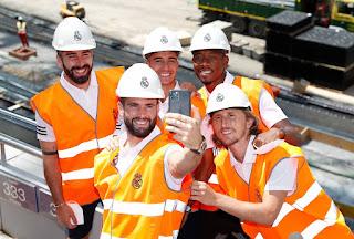 Parte de la plantilla y cuerpo técnico visitaron las obras del Nuevo Bernabéu