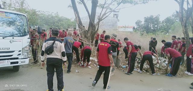 Satpol PP Bone Bersama DLH Bersihkan Lokasi Stadion Lapatau Bone dan Lokasi ke Pasar Palakka