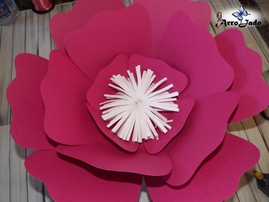 Flores gigantes de papel para decorar