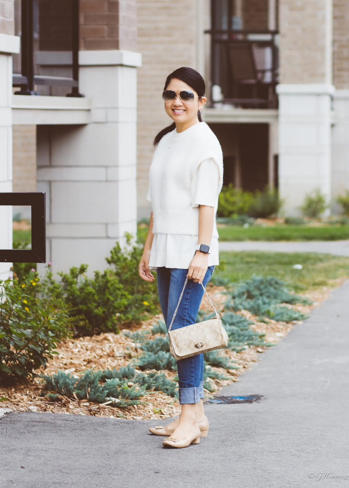 vest_knitted t-shirt_nude pumps_ray-ban aviator_apple watch se_petite fashion_mom style