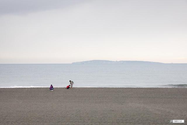 【大叔生活】2021 又是六天五夜的環島小筆記 (上卷) - 在青洲濱海遊憩區的海灘上,就可以遠眺小琉球
