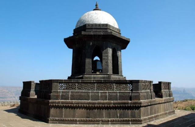 Shivaji maharaj samadhi on raygad fort images,photo