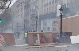 к парижским «желтым жилетам» присоединяются радикалы из Португалии и Бельгии