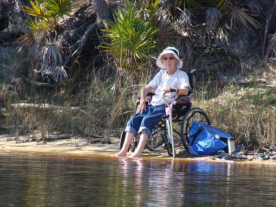 90-Year-Old With Cancer Chooses Epic Road Trip With Family Instead Of Treatment - Occasionally she stops to take a rest but she's soon back on the road again