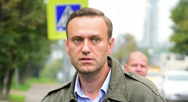 Αλεξέι Ναβάλνι: Η στιγμή που ο βοηθός του φέρεται να του δίνει το «δηλητηριώδες» ρόφημα - Βίντεο