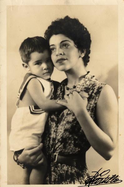 Clara Ledesma y su hijo