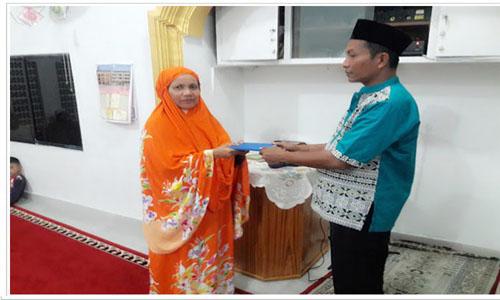Susi Suzanna Wakili Iswanto Kwara  Seerahkan Bantuan Ke Tamppis Purus, Firdaus,