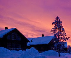 The rising sun colors the sky per Hanna Norlin a Flickr