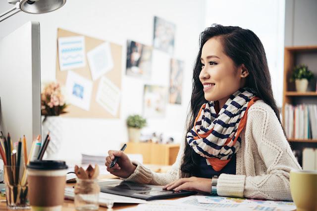 Kvinde der redesigner sin blog