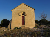 Crkvica sv. Mihovil, Dol, otok Brač slike
