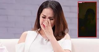 Khánh Thi livestream khóc lóc khiến nhiều người hoang mang