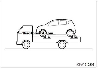 menderek mobil dengan truk flatbed ( gendong )