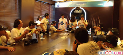 Station 3 Challenge tebak lagu dengan menggunakan notebook Asus