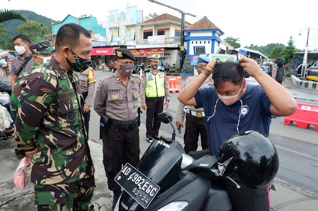 KodimKaranganyar - TNI Bagikan Masker Malah Dikira Razia