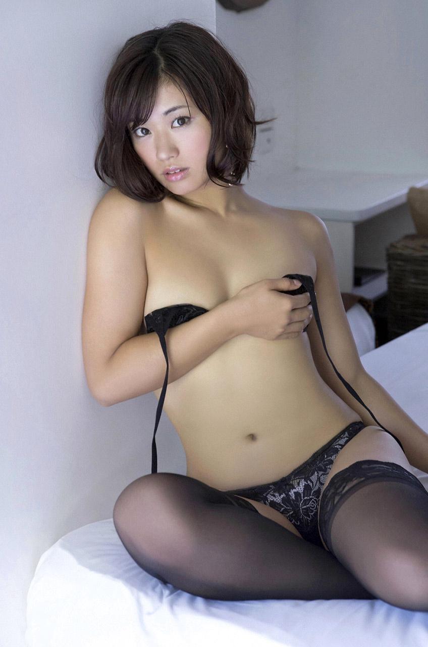 hitomi yasueda sexy bikini pics 03