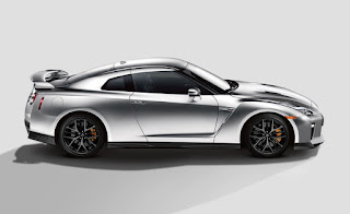 Nissan GT-R Exterior: LED Taillights, 20inc alloy wheels, Titanium exhaust