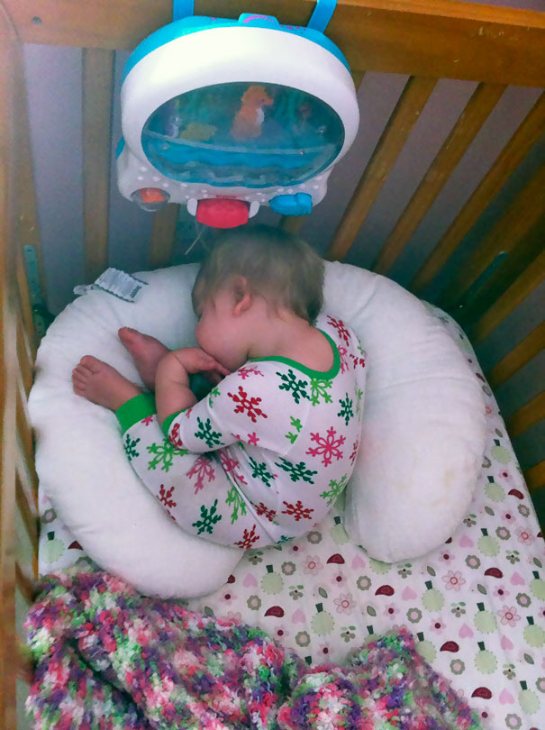 15+ Hilarious Pics That Prove Kids Can Sleep Anywhere - Napping While Sitting