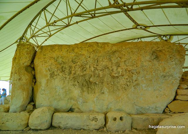 Monólito de 57 toneladas no templo megalítico de Hagar Qim, Malta
