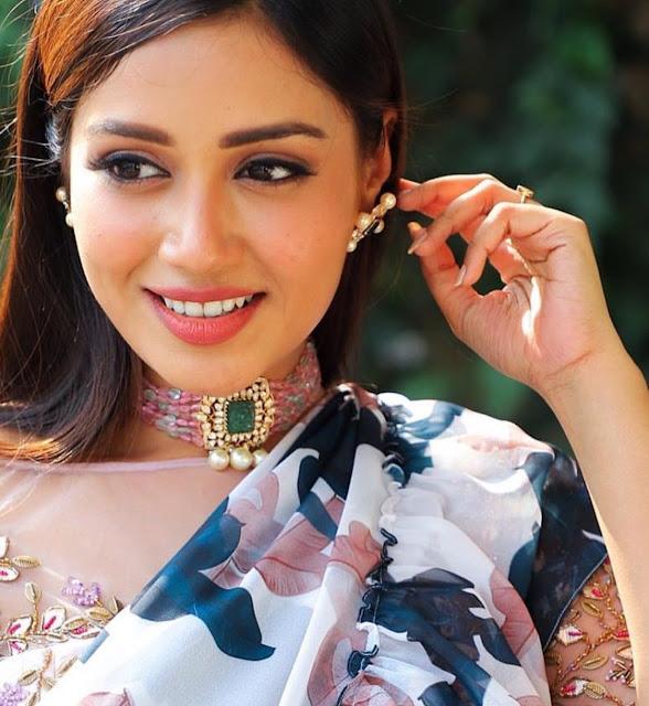 Nivetha Pethuraj in Manjula Jewellers