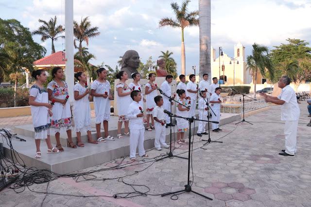 """Canaive Yucatán dona vestuario a los integrantes del Coro Infantil """"Túumben K'aay"""" de Kinchil"""