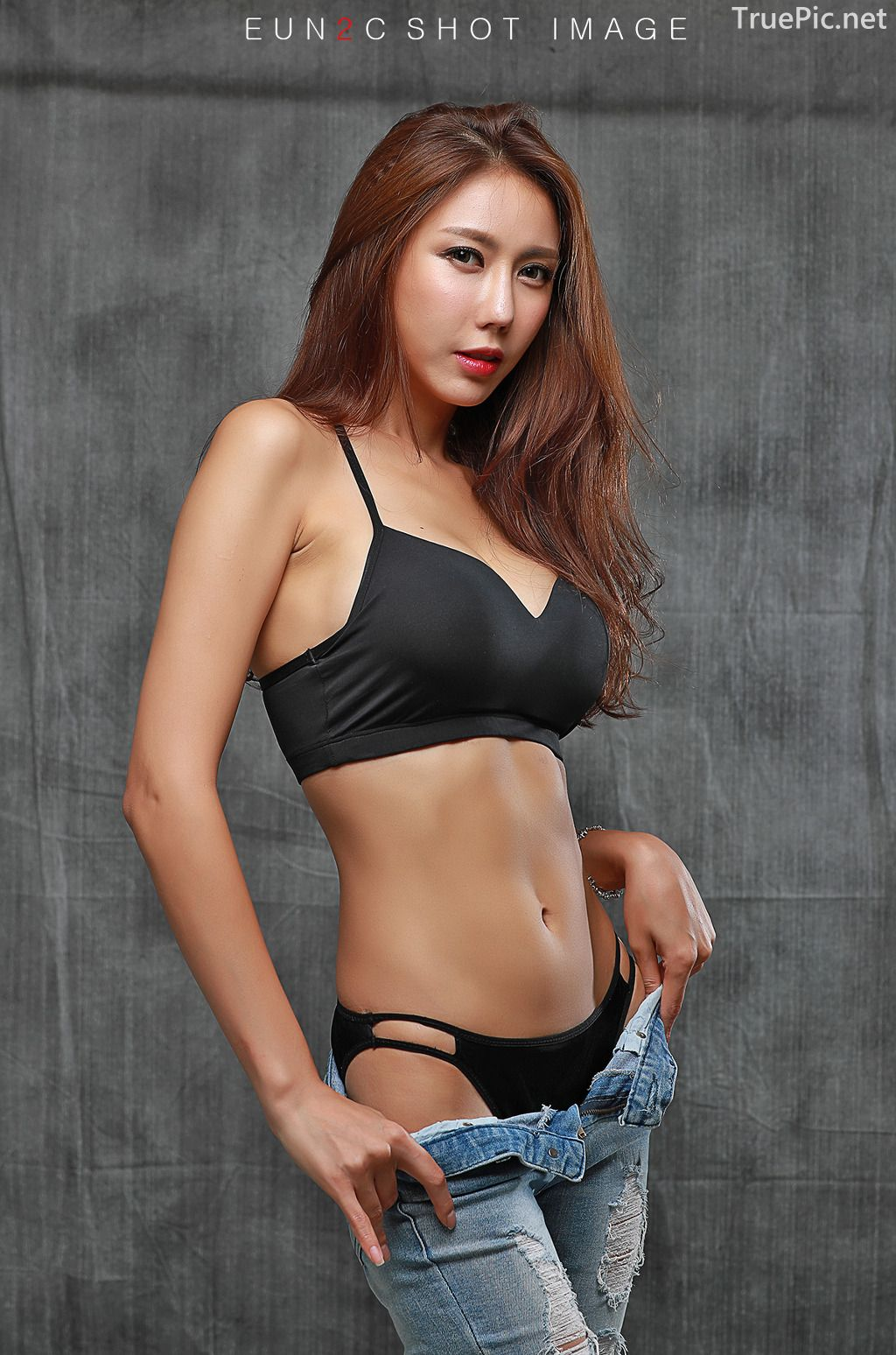 Image-Korean-model-Choi-Ye-Rok-Back-Lingerie-and-Jean-TruePic.net- Picture-6