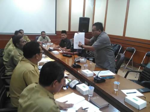 gresik24jam - Ada Dugaan Pungli di Pokmas Anggota Komisi I DPRD Gresik Marah-Marah