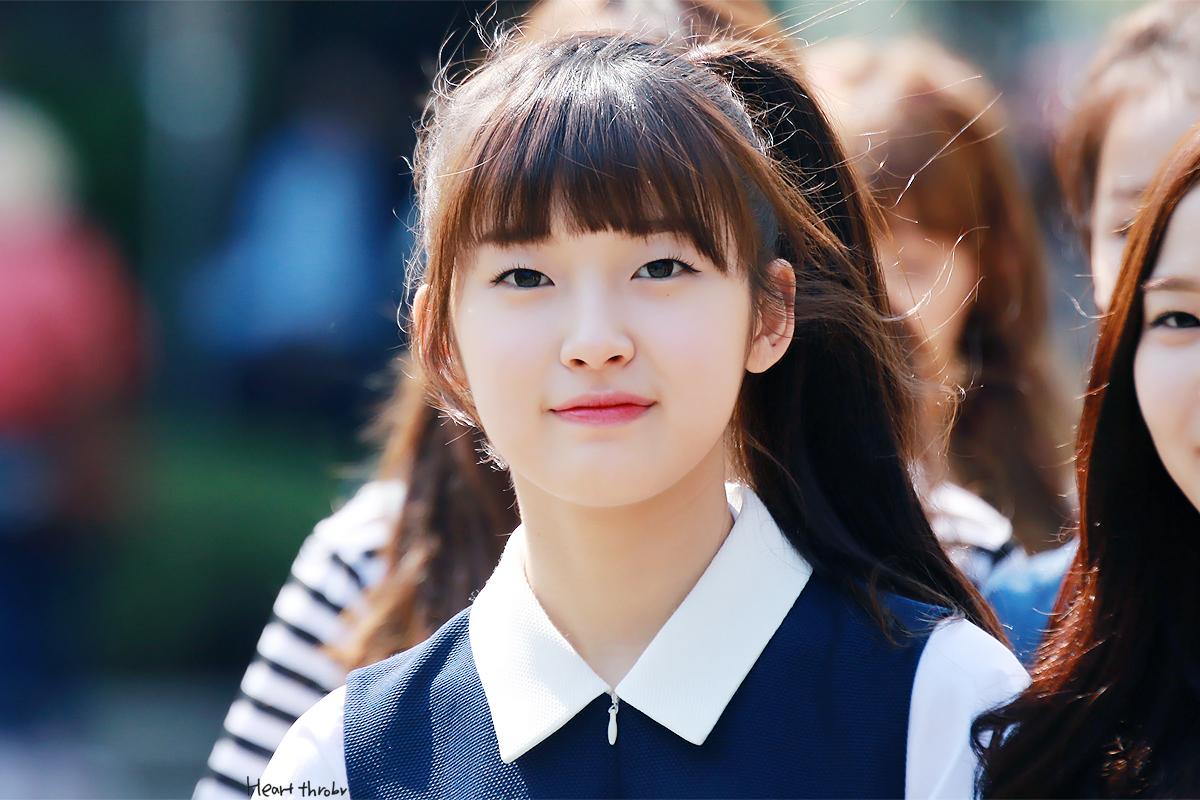 Oh My Girl Kpop Wallpaper 10 Korean Kpop Girl Group Member With Monolid Eyes