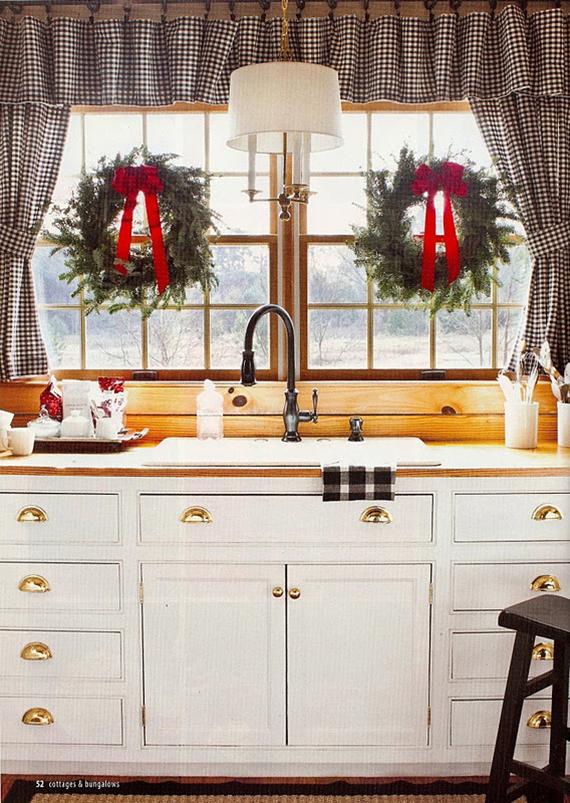 Cozy Christmas decor | Image via Cottages & Bungalows.