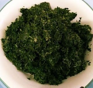 Sayur daun ubi tumbuk