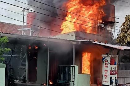 Korsleting listrik kios pom mini terbakar hebat di bogor
