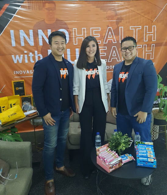Aldis Rusli (Head of Product Development and Nutrition Expert MUFIT), Ellen Sim (Founder and CEO MUFIT), Rinaldi Setiono (Co-Founder and CRO MUFIT) (kiri-kanan)