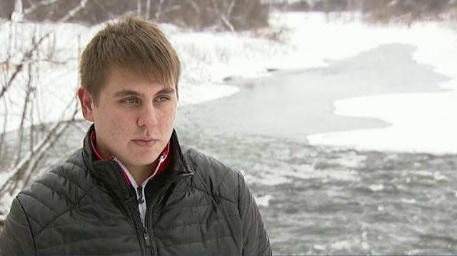 17-ти летний герой. Парень спас бабушку, которая упала с моста